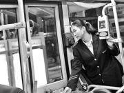 """公交司售揭秘八条防盗""""暗语"""" 提醒乘客注意疑似小偷"""