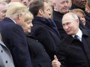 """普京特朗普在巴黎多次互动 这一幕""""看呆""""默克尔"""