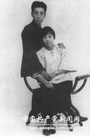 记录周恩来、邓颖超伉俪情深的照片