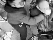 危险重现?的哥坐公交 15秒内连捶公交司机18拳被刑拘