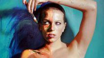 她们在裸露的身体上画画,众多人都愿意为她们脱去上衣?如此惊艳的艺术形式,看得我膛目结舌