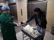 31年前出生的中国大陆首例试管婴儿,当妈妈了!