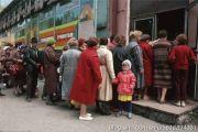 最后的苏联,不管买什么食品都必须排队