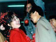 """中国式闹婚,失控的婚礼变成""""恶俗游戏"""""""