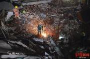 直击上海改造建筑坍塌救援现场:已发现被困人员25人,其中10人抢救无效死亡