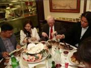 第20届巴菲特午餐拍卖开始 19年筹款近3000万美元
