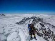 """珠峰攀登经济账:46万起步 每登一米都是""""钱"""""""