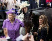 """93岁英女王""""生财有道"""":靠赛马31年净赚6700万"""