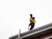杀害前妻后 他抱着儿子从18楼天台跳下双双身亡