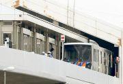 日本无人驾驶列车中途反向行驶 致14人受伤