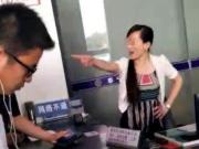 办事员摔电话骂人事件始末 广州一窗口办事员为什么摔电话骂人?