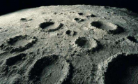 美媒:科学家在月球陨石坑下发现大量神秘物质