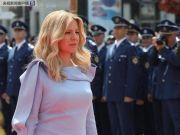 斯洛伐克首任女总统宣誓就职:该国史上最年轻总统