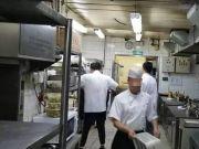 记者卧底致美斋饭庄:招聘无需健康证 脏水清洗餐具