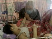 男孩血癌复发生命垂危,每天输血小板维持,单亲父亲:没钱太可悲