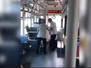 公交司机下跪道歉 老人嫌公交司机起步快