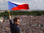 25万人示威 要求捷克总理下台