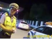 吃蛋黄派查出酒驾,民警亲测后放行,这次真冤枉司机了