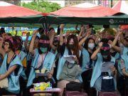 台湾空姐哭着罢工