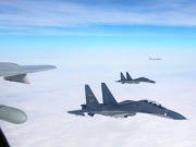 加拿大军舰穿台湾海峡 10多架中国苏30从其头顶飞过