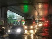 武汉遭遇大暴雨 今日武汉中考延迟1小时开考