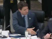 加拿大总理主动与巴西总统握手惨被无视