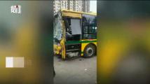 哈尔滨一公交车停车场失控 目击者:撞了十几辆车