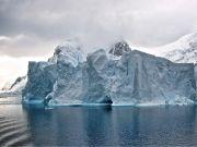 世界上第六大的冰山已经「离家出走」2 年了,它正在走向消亡