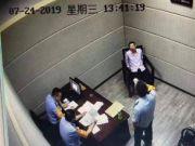男子列车上脱鞋袜伸脚猥亵邻座女子 被拘留10日