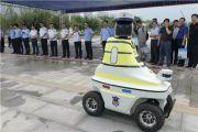 国内第一批机器人交警邯郸上岗