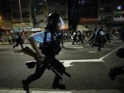 香港浸大学生会长购10支激光笔拒捕 千名暴徒围攻警署