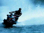 摩托艇与游泳者共用一区域 大连一名游客被撞身亡