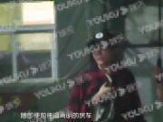 45岁潘粤明与绯闻女友房车内甜蜜约会,女方清纯不输董洁