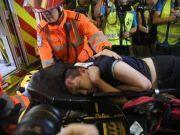 用美国国旗旗杆殴打付国豪的19岁男子被警方逮捕