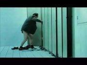 男子在公厕猥亵强奸8岁女童 用对方尿液洗脸