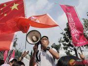 """市民包围香港电台:不应由""""汉奸""""掌握话语权"""