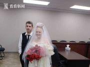 一对高中生刚结婚5分钟后遇车祸身亡 妈妈就在场