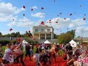 """圣彼得堡番茄大战""""血流成河"""" 一共使用20吨番茄"""