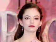 """""""吸血鬼""""女儿长大后 依旧让全世界惊艳"""