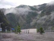 遭遇强降雨卧龙上万游客滞留 已有1人失联