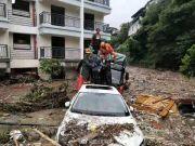 汶川航拍画面 山体滑坡泥石流造成多处国省道断道