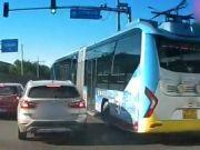 公交与宝马斗气 北京公交集团道歉 驾驶员被停工