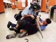 这一幕在香港早该出现了!香港市民协助警员制服暴徒