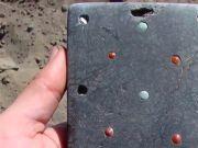 2100年前古墓发现像iPhone文物 网友:难道不是华为?