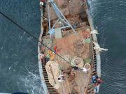 山东威海附近海域一渔船起火,11人获救6人失联
