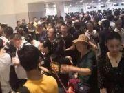 7天10万中国人撤离柬埔寨?怎么回事?