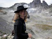 """瑞士一座冰川即将消失 数百人着黑衣为其""""送葬"""""""