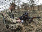 卢旺达士兵使用56式和81式步枪 与美军联合演习