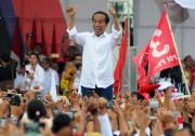 """印尼拟""""罪名化""""婚前性行为 引发争议总统喊停"""