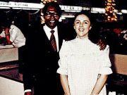 18岁嫁黑人,20岁被抛弃,死后爆发裸照门事件,其子终成美国总统